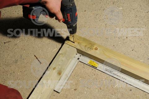 Screw the floor bearers together